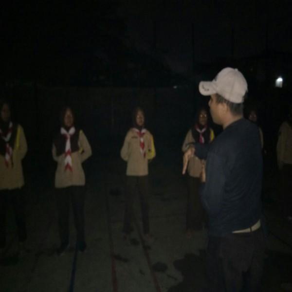 Siswa siswi SMK Grafika Tangerang sedang menjalani Latihan Pramuka